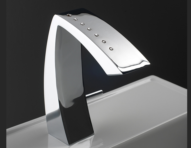 1517_v_etna-single-hole-lavatory-faucet-aquabrass